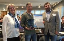 Arve Hansen Vannprisvinner 2016. Inger Staubo, leder i Norsk vannforening (t.v) og Sigmund Tøien, rep. RIF (t.h)